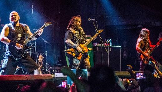 Rizzo, Max e o baixista Mike Leon, outro integrante do Soulfly na exibição dos Cavalera Conapiracy