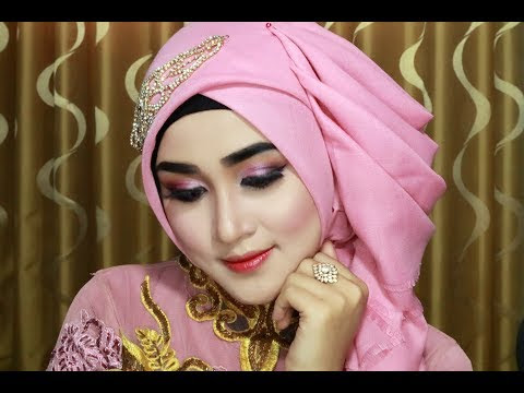 VIDEO : hijab wisuda simple, cantik,anggun,mewahz dan elegan dengan menggunakan hijab segi empat 1 - make up look,make up look,hijab segi empat,make up look,make up look,hijab segi empat,hijabpesta,make up look,make up look,hijab segi emp ...