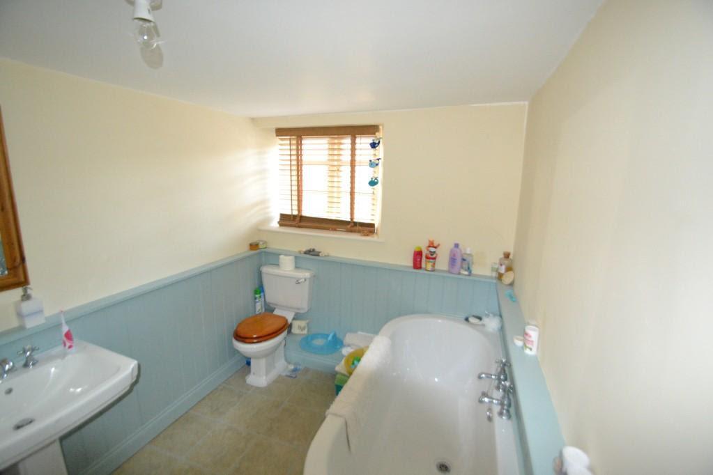 Blue Cream Bathroom Design Ideas, Photos & Inspiration ...