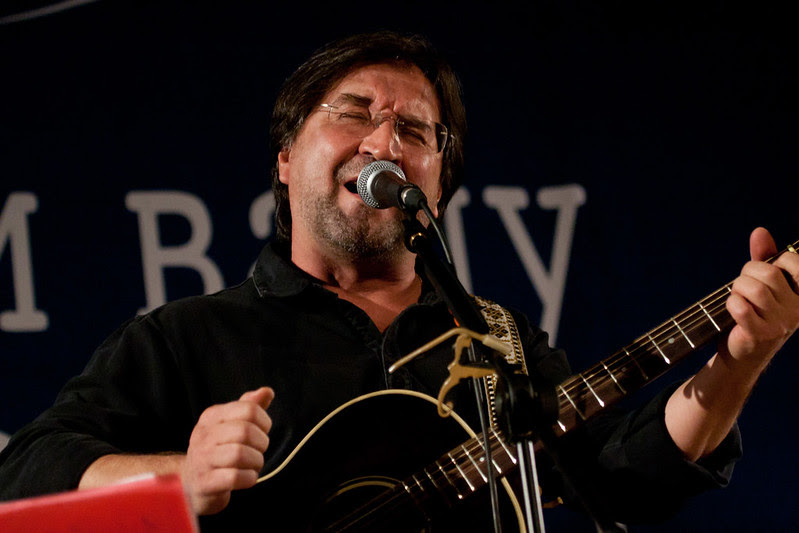 Юрий Шевчук (ДДТ) на концерте в поддержку МХГ