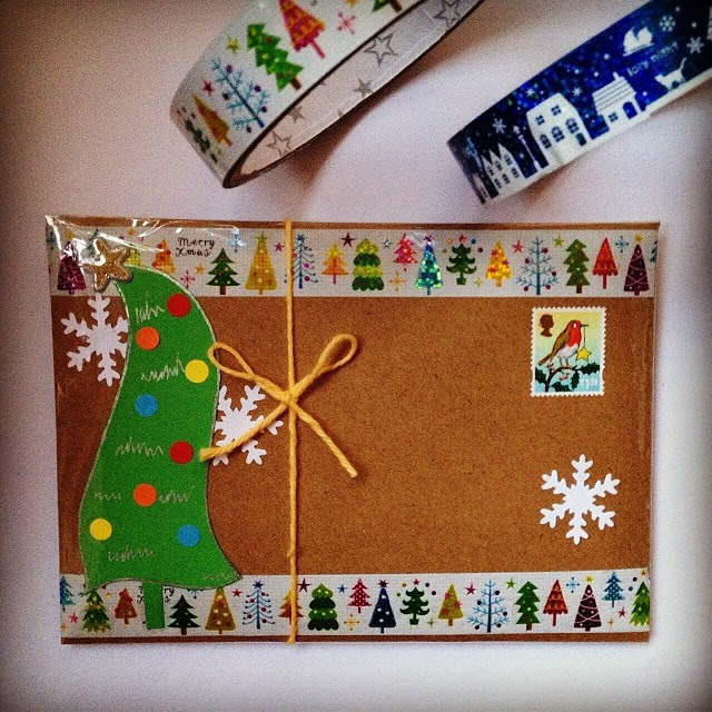 I love christmas trees and baubles so was quite sad to find there were none in the die cuts. However it's always fun to make you own dancing ones. #christmas #christmastree #snowflakes #decotape #decoratedenvelope #postagestamp #christmasstamp #stamp #sna