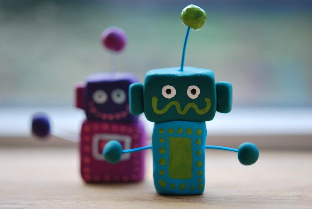 2 friendly robots