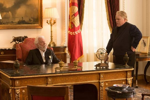 President Snow (Donald Sutherland) and Plutarch Heavensbee (Philip Seymour Hoffman) discuss the fate of Katniss Everdeen in THE HUNGER GAMES: CATCHING FIRE.