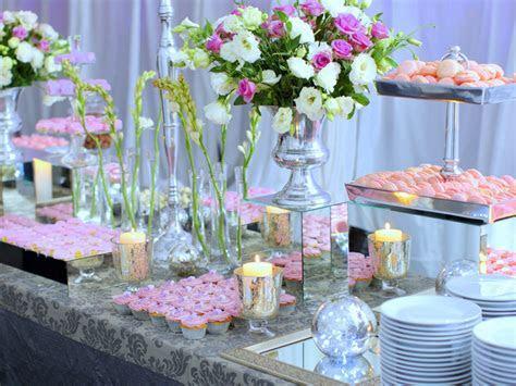 Wedding Buffet Ideas: Using flowers for buffet table