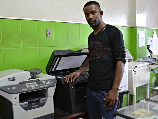 Myke Richardson Dorismend, 27 anos, mora há 1 ano e 6 meses em Rio Branco, capital do Acre (Foto: Quésia Melo/G1)