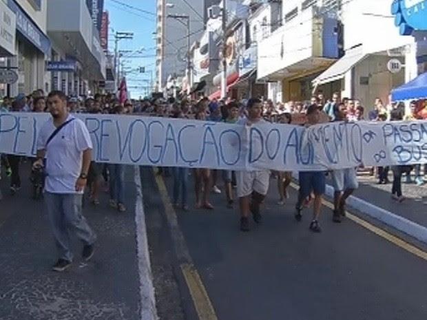 Movimento passou pela Avenida Sampaio Vidal e Rua São Luiz  (Foto: Reprodução/TV TEM)