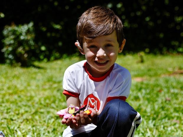 Acessórios mudaram a vida do filho de Gabrielle e de várias outras crianças  (Foto: Arquivo pessoal)