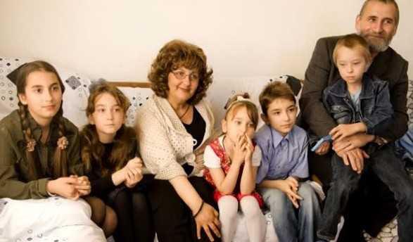 http://www.cuvantul-ortodox.ro/recomandari/wp-content/uploads/2014/04/Familia-MIOARA-si-VIOREL-GRIGORE-din-Tartasesti-e1407284591138.jpg