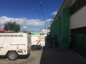 Situação é considerada tranquila pela PM neste domingo no presídio de Caruaru (Foto: Magno Wendel/TV Asa Branca)