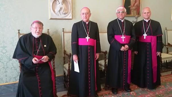 Estuvieron presentes el presidente de la CEP, monseñor Miguel Cabrejos; el nuevo cardenal del Perú, Pedro Barreto; el obispo de Chiclayo, Robert Prevost y el secretario general de la CEP, Norberto Strotmann.