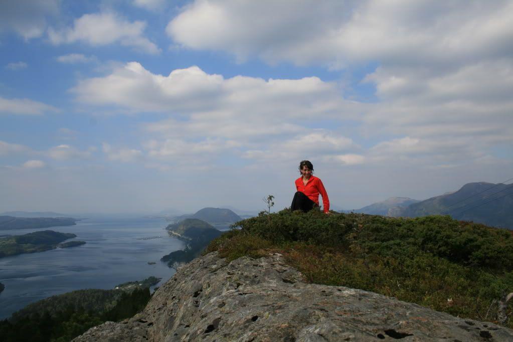 Utsikt fra toppen av Uførefjellet mot Florølandet og øyene