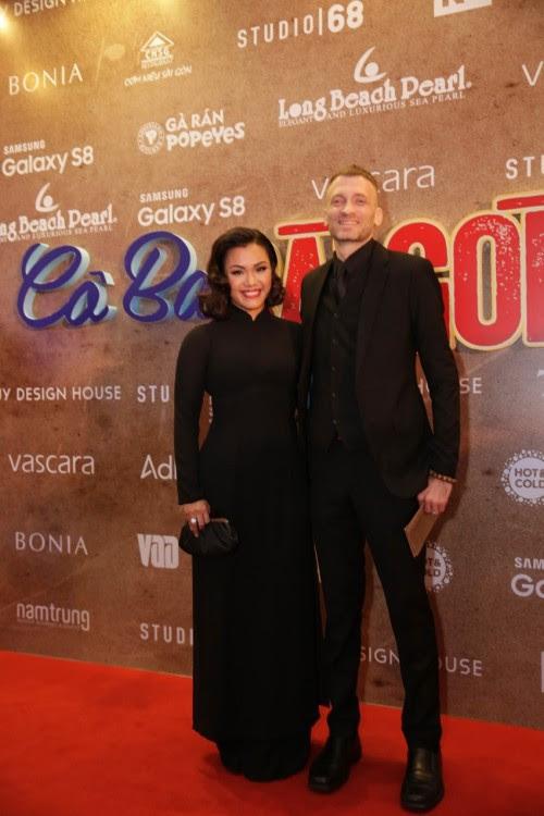Tết này muốn nổi bần bật, hãy tậu ngay một chiếc áo dài đen như dàn sao Việt đình đám - Ảnh 6.