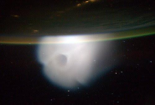 Nube por el lanzamiento de un misil