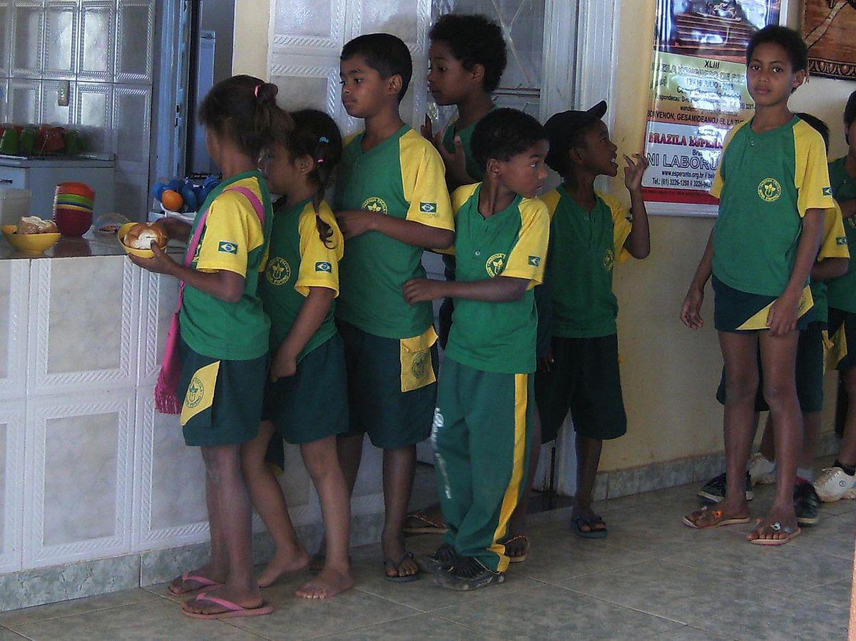 Como são os uniformes escolares em alguns países ao redor do mundo 31