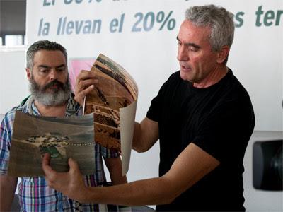 Diego Cañamero y Manuel Gordillo, en una rueda de prensa organizada por el SAT para denunciar la desigual repartición del P.E.R. - PÚBLICO / LAURA LEÓN