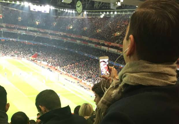 Arsenal fan FaceTimes girlfriend for 47 minutes during game!