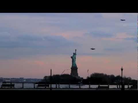 video que muestra unos aviones de aeromodelismo con forma de hombre