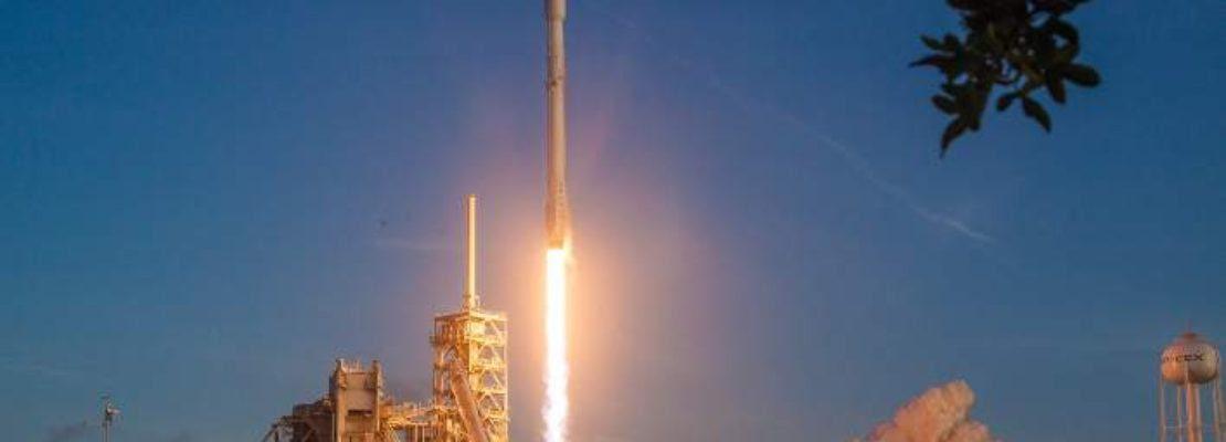 Κατασκοπευτικός δορυφόρος των ΗΠΑ κινείται σε τροχιά γύρω από τη Γη