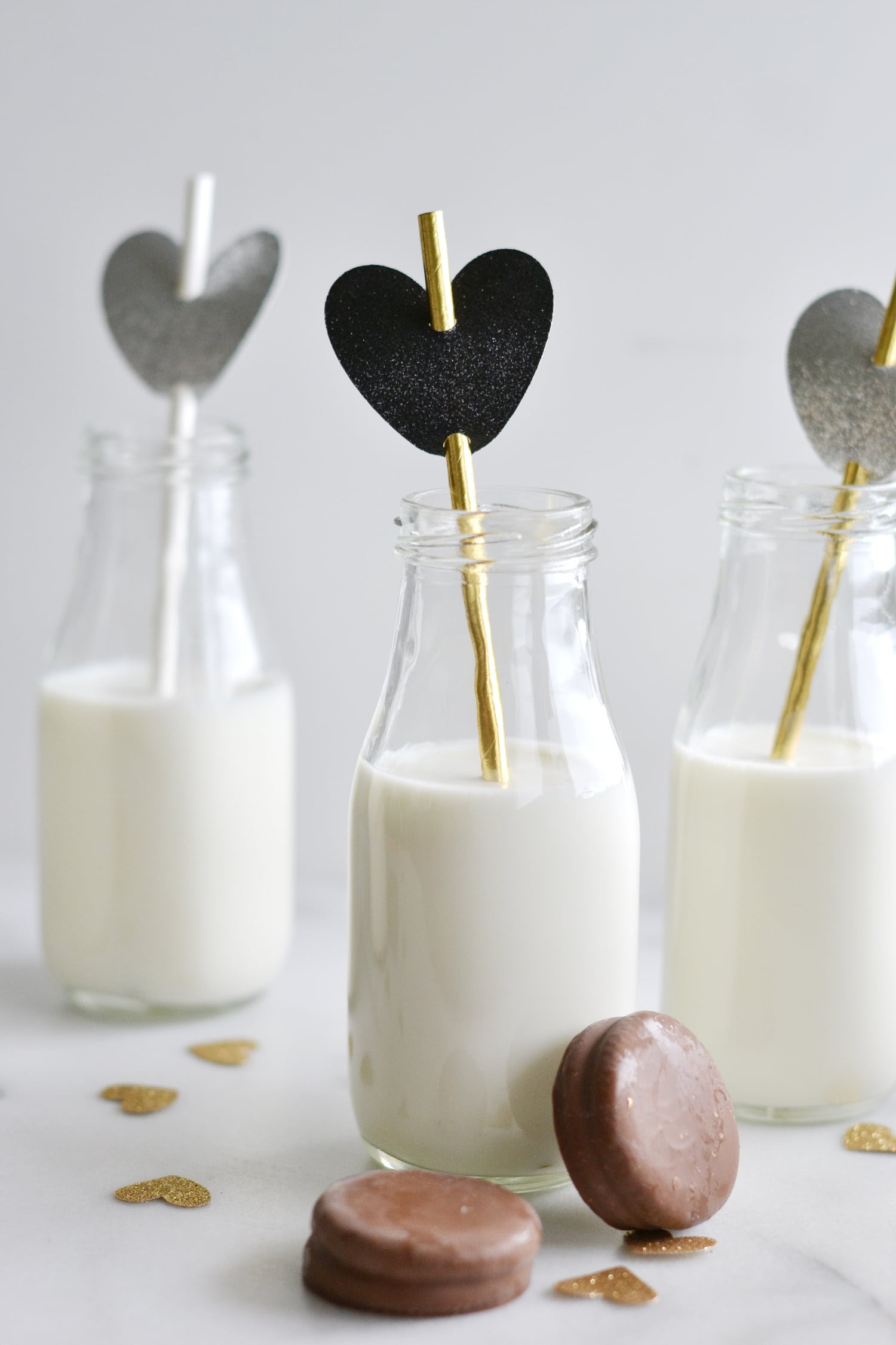 Cute+milk+and+cookies+party+with+hearts+and+paper+straws+for+Valentine's+Day+-+Boxwood+Avenue+(Cricut+Project)