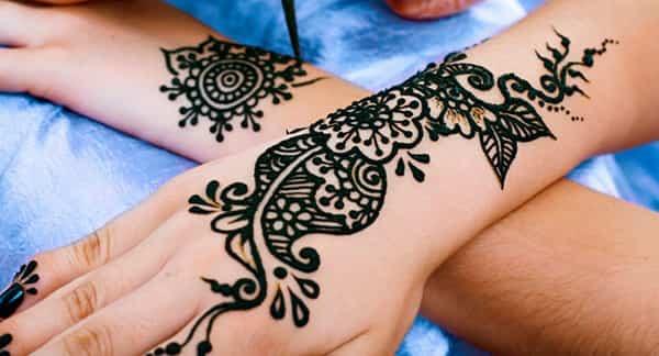 La Moda De Los Tatuajes De Henna Oro Organización Radiofónica