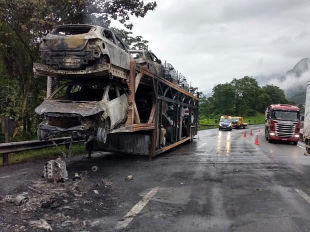 Acidente aconteceu na manhã desta quarta-feira, em Guaratuba  (Foto: Divulgação/PRF)