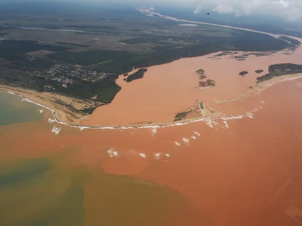 Sobrevoo na foz do Rio Doce nesta terça-feira (24) (Foto: Fred Loureiro/ Secom-ES)