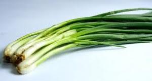 καλλιεργήστε-ξανά-και-ξανά-φρέσκα-κρεμμύδια-χωρίς-κόστος-και-κόπο