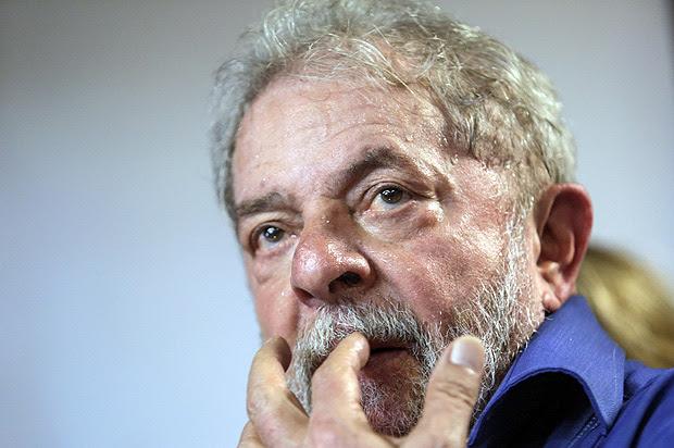 171223) -- SAO PAULO, diciembre 23, 2017 (Xinhua) -- El expresidente de Brasil, Luis Inácio Lula da Silva, participa durante el evento de inauguración de un campo de fútbol en la Escuela Nacional Florestan Fernandes, creada por el Movimiento de los Sin Tierra (MST) de Brasil en 2005, en Guararema, estado de Sao Paulo, Brasil, el 23 de diciembre de 2017. El MST es uno de los mayores movimientos sociales de Brasil. (Xinhua/Rahel Patrasso) (rp) (jg) (rtg)