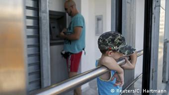 Η Ελλάδα θα παραμείνει καταρχήν στην ευρωζώνη συνδεδεμένη στον ορό των δανειστών