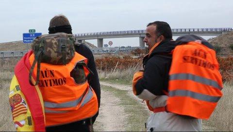 Dos exmilitares han iniciado una marcha a pie de Badajoz a Madrid para protestar por los despidos de soldados y marineros a los 45 años.