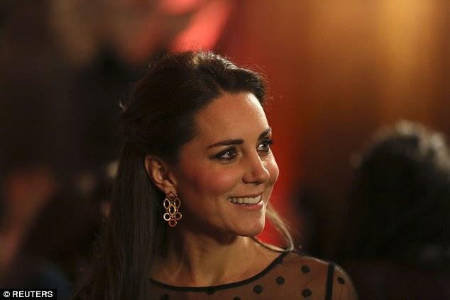 Ksiezna Catherine na gali wreczenia nagrod Place2be / Ksiaze Harry w Omanie / Ksiezna Kornwalii w wiezieniu w Wiltshire.