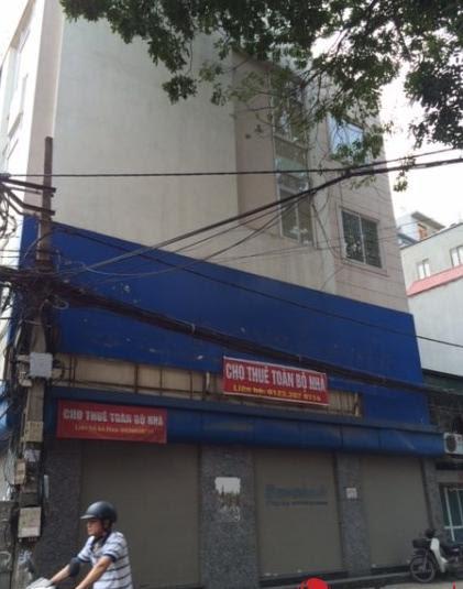 """Nhiều cửa hàng mặt tiền tại Hà Nội """"mỏi mắt"""" chờ khách thuê"""
