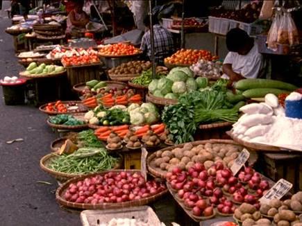 कभी रेलवे की टीम में था गोलकीपर, आज गलियों में बेच रहा सब्जी