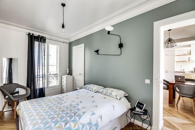 De la peinture gris-vert pour amener de la chaleur dans la chambre.
