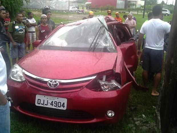Jovem de 23 anos morreu após colidir com um poste no bairro do Jaracati (Foto: Domingos Ribeiro-Mirante AM)