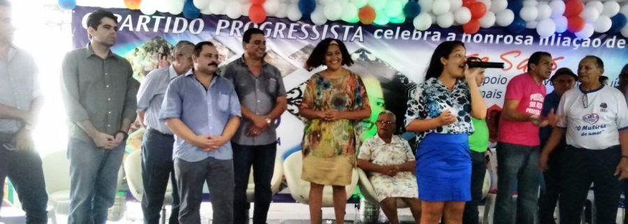 Rose Sales, com membros do PP  lideranças de outras legendas