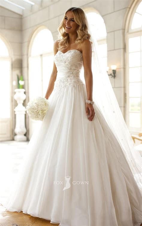 Strapless Ball Gown Wedding Dresses for Sexy Bridal Look