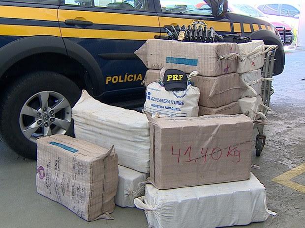 Material apreendido durante a operação conjunta da PF e da PRF em Taubaté (Foto: Reprodução/TV Vanguarda)