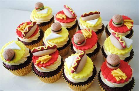 Cakes and Cupcakes from Miss Cupcakes   Miss Cupcakes