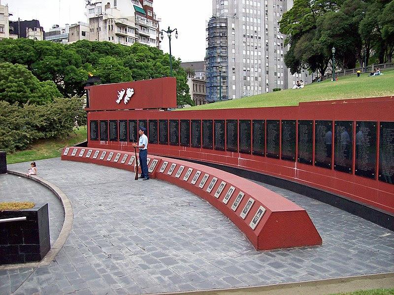 Archivo: Monumento Malvinas Plaza San Martin I.jpg