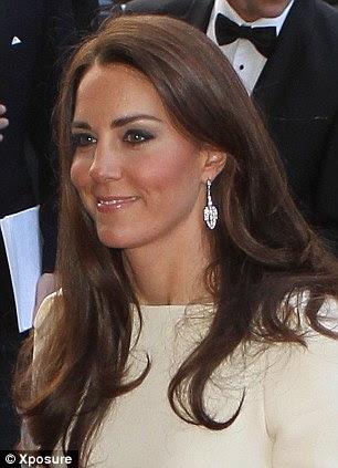Geri spotlight: Onlar kırmızı halı üzerine bastı gibi kraliyet çift rahat ve mutlu görünüyordu