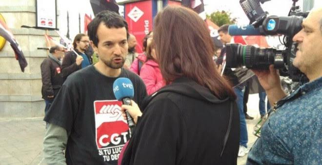 Óscar Murciano siendo entrevistado.