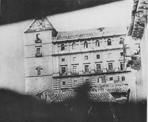 Vista del Alcázar de Toledo desde las posiciones republicanas