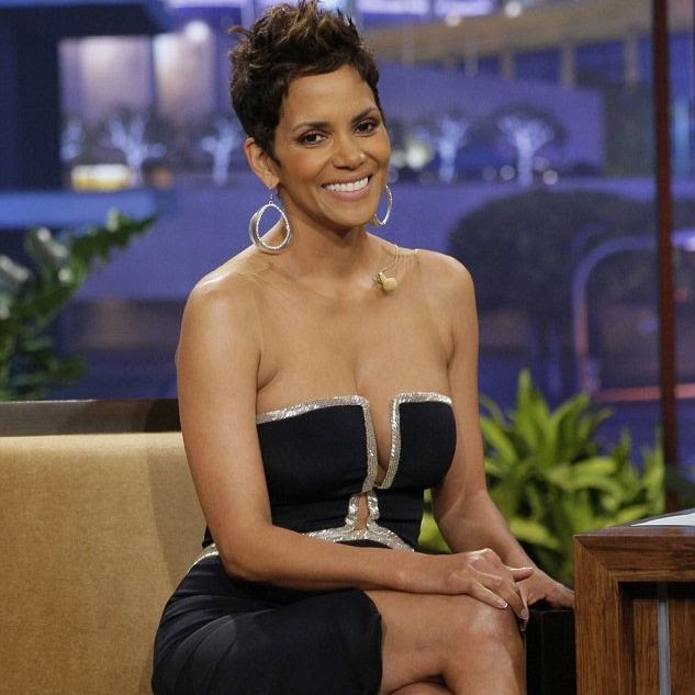 Halle Berry : Jay Leno (3/11/13) photo halle-berry-jay-leno-celebritybug.jpg