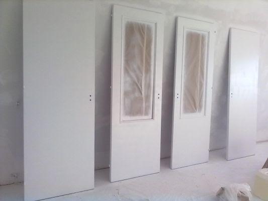 Dormitorio muebles modernos pintar puertas de madera en - Pintar armario de madera ...