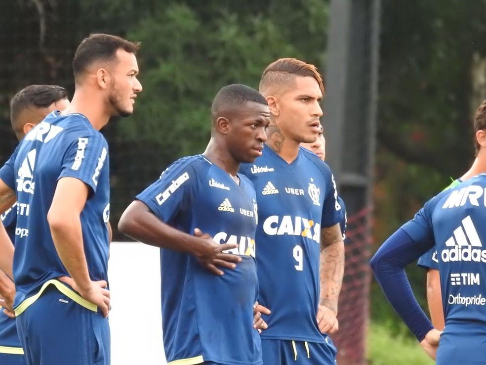 Vinicius Junior e Guerrero no treino do Flamengo (Foto: Fred Gomes)