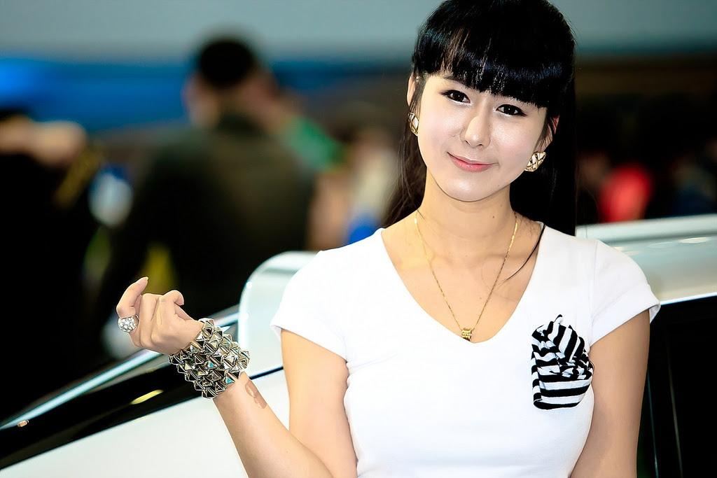 motor show model2 Hot Korean Models at Seoul Motor Show