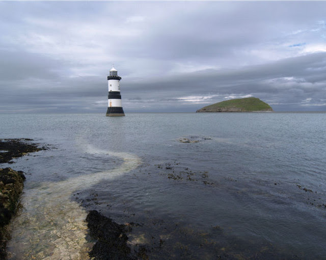 File:Trwyn Du lighthouse Anglesey - geograph.org.uk - 479726.jpg