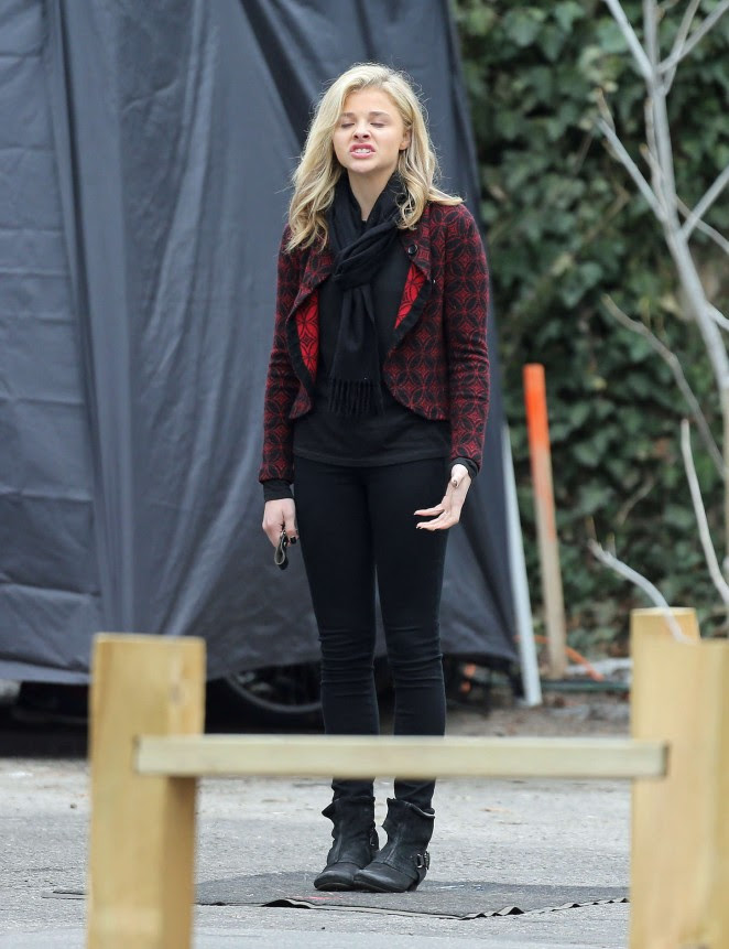 Chloe Moretz: Set of November Criminals -21