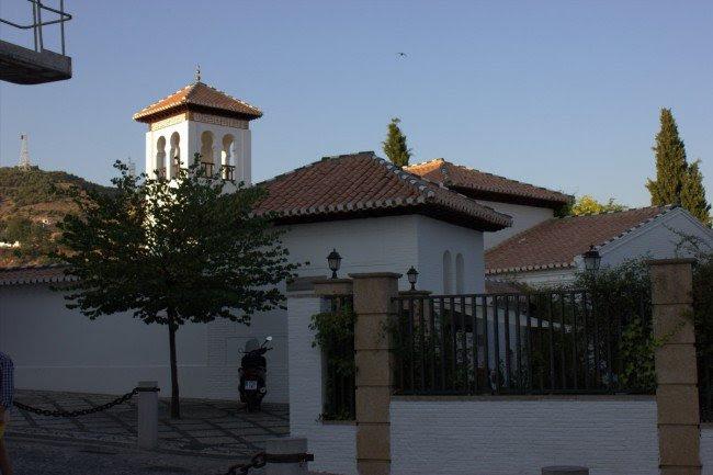 Exteriores de la Mezquita Mayor de Granada. Foto: Alba Asenjo